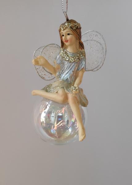 Elfe sitzt auf einer Seifenblase A