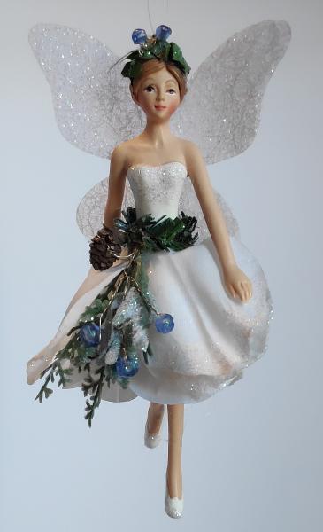 Waldelfe in weißem Kleid B