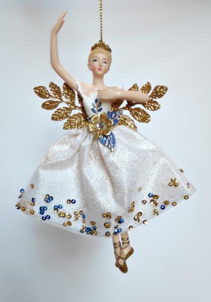 Weihnachtsengel in weiß-goldenem Kleid A