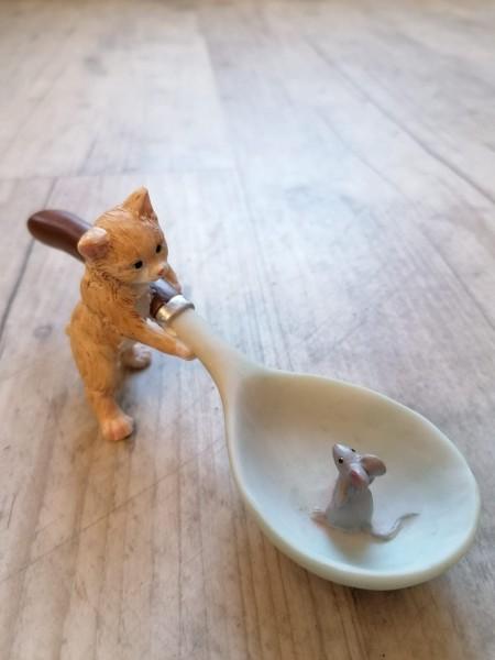 Katze mit Löffel