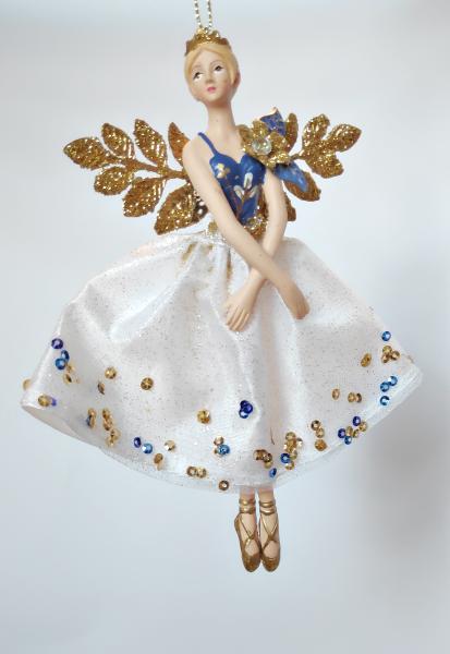 Weihnachtsengel in weiß-goldenem Kleid B